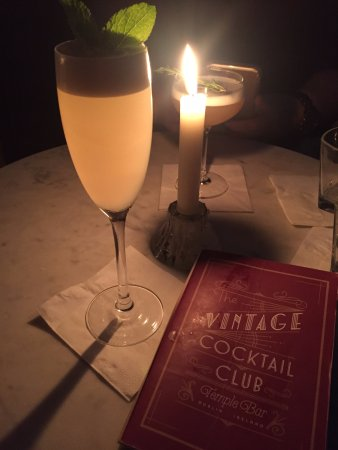 Vintage Cocktail Club: Candlelit dinner/drinks