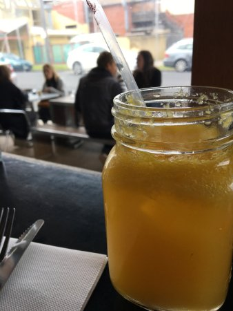 Parkdale, Australia: OJ and outside seating