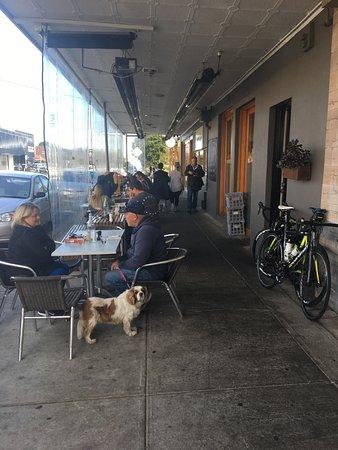 Parkdale, Australia: Seats outside