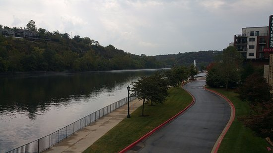 Hilton Promenade at Branson Landing: Upperview of the walk along the river - South