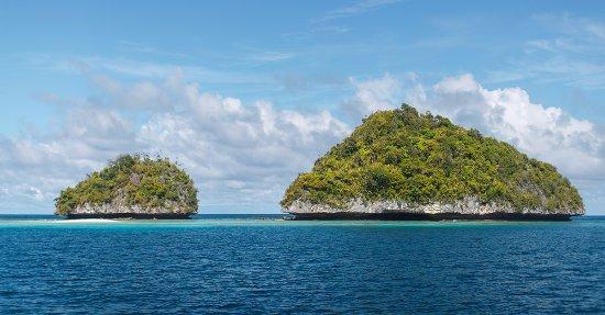 RITC - Rock Island Tour Company - Day Tour in Palau: 息をのむ空と海と自然の調和とグラデーションを一望。