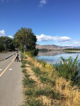แคมลูปส์, แคนาดา: Trail along the North Thompson River