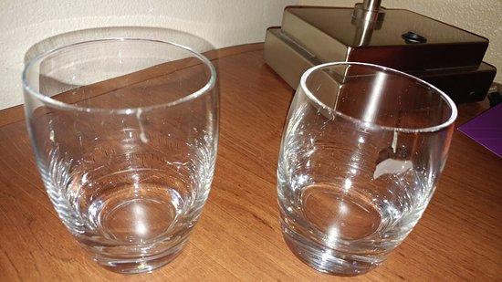Hyatt Place Dallas/Arlington: All glasses dirty