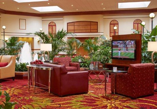Hebron, KY: Lobby Sitting Area