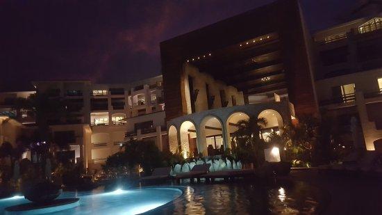 Cabo Azul Resort: 20170917_195009_large.jpg