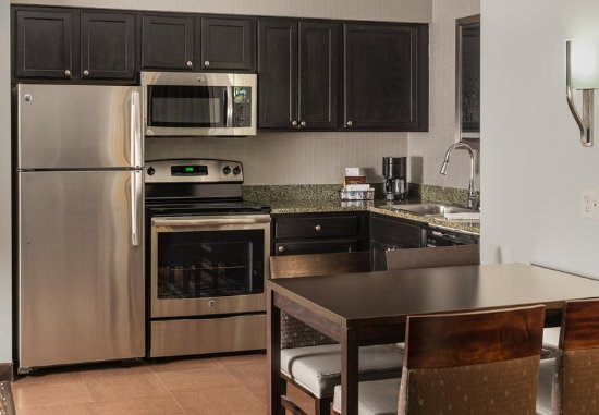 Franklin, MA: Suite Kitchen