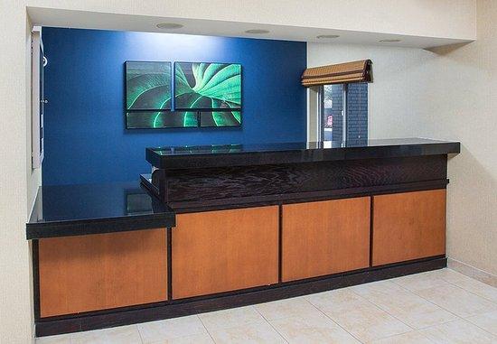 Eden Prairie, MN: Front Desk