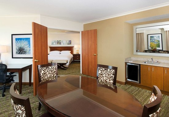 Fremont, CA: Presidential Suite - Dining Area