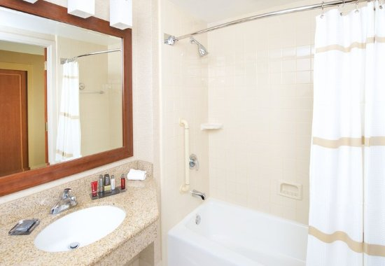 Fremont, CA: Guest Bathroom