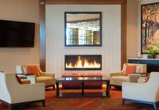 Fremont, Californië: The GREATROOM Fireplace