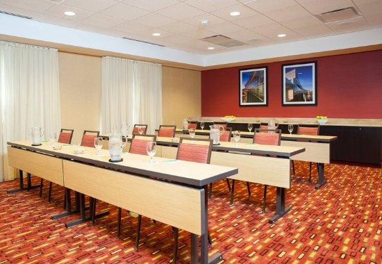 Peoria, IL: Altorfer Meeting Room – Classroom Setup