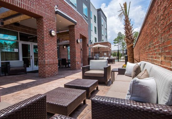 Cayce, SC: Outdoor Patio