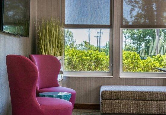 Waynesboro, VA: Lobby Sitting Area