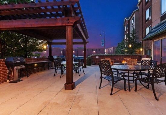 Broken Arrow, OK: Outdoor Patio