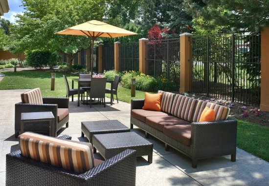 Maumee, OH: Outdoor Terrace