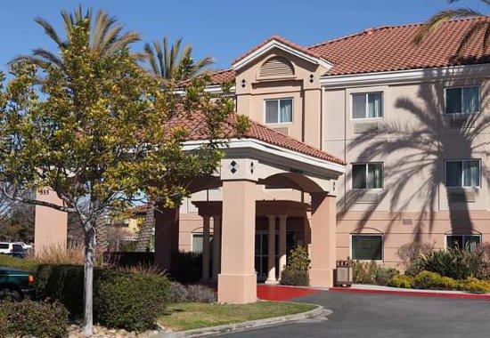San Carlos, CA: Exterior