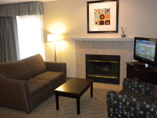 Bloomington, IL: Studio King Suite & Loft Suite Living Room