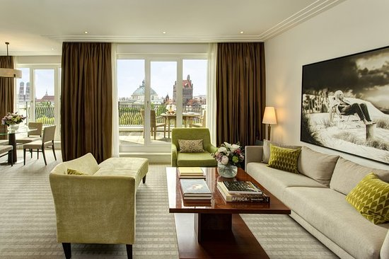 The Charles Hotel - Deluxe Suite