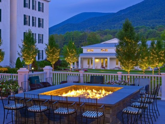 Manchester, VT: Vermont Hotel Falcon Bar Fire Pit