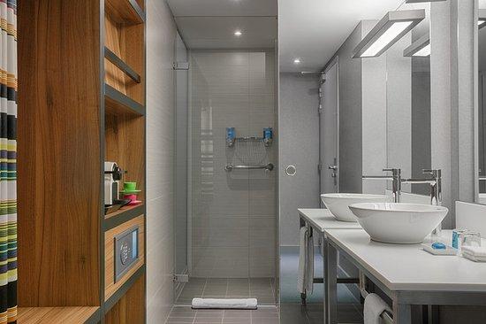 Etterbeek, Bélgica: Bathroom shower