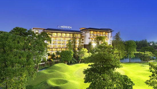 Bang Phli, Thailand: Capturing overall setting of the hotel with golf course view