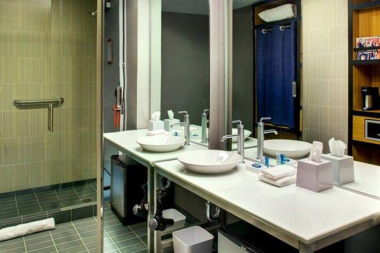 Leawood, KS: Bathroom