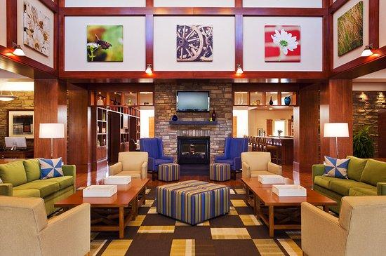 Four Points by Sheraton Columbus Ohio Airport: Lobby