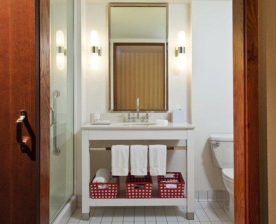 Four Points by Sheraton Columbus Ohio Airport: Bathroom