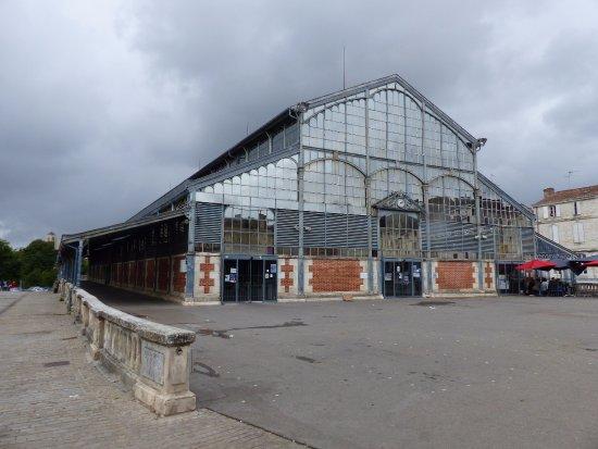 Niort, Francia: les halles un dimanche (fermées)