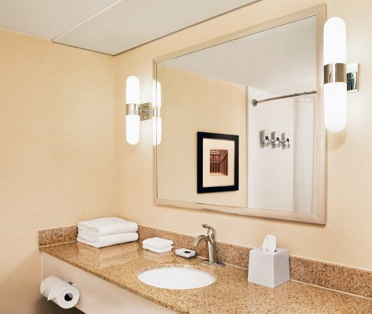 Brentwood, TN: Guest Bathroom