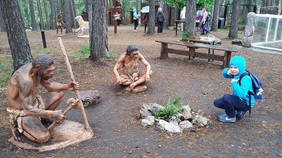 Roev Ruchey Zoo: Денисовский человек в Парке динозавров
