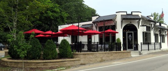Lookout Mountain, TN: shaded outdoor dining and corner entrance to the Cafe on the Corner