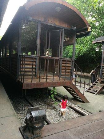 Redtory: 孩子们最喜欢不能开动的火车了