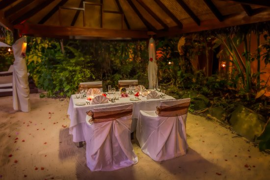 Aroa Beach, Cook Islands: Private Dining from your own Gazebo