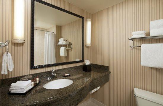 Petaluma, CA: Bathroom