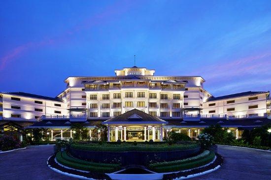 Maradu, India: Hotel Exterior