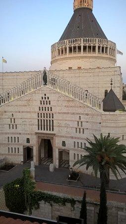 Casa Nova Hospice: Aprendo la finestra : splendida veduta sulla Basilica della Natività
