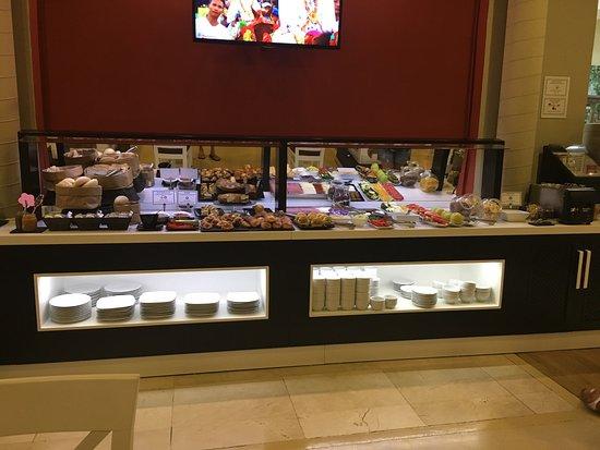 Restaurante hotel atarazanas en m laga con cocina tapas for Cocinas malaga precios