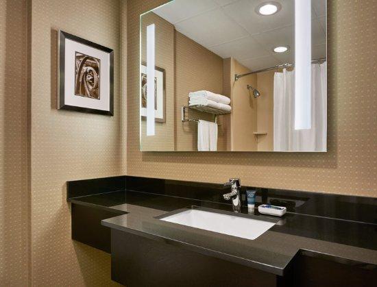 Brown Deer, WI: Standard Guest Bathroom