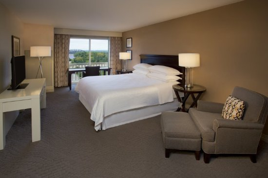 Jeffersonville, Ιντιάνα: Traditional King Guestroom with View