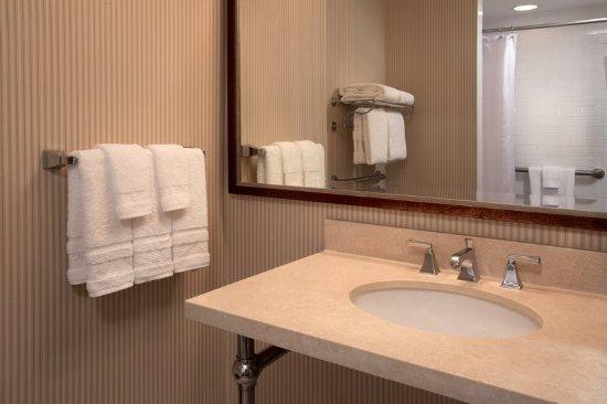 Jeffersonville, Ιντιάνα: Guest Bathrom