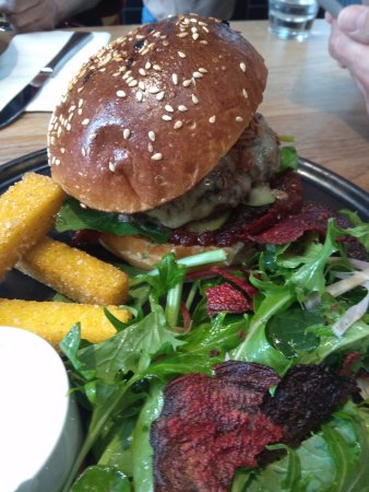 Fitzroy, Αυστραλία: wagyu burger with Polenta chips
