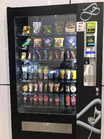 Wodonga, Αυστραλία: Vending Machine featuring chocolate and microwave meals