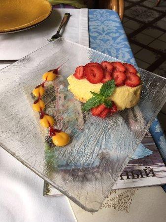 Станъ: Десерт с клубникой и муссом из манго