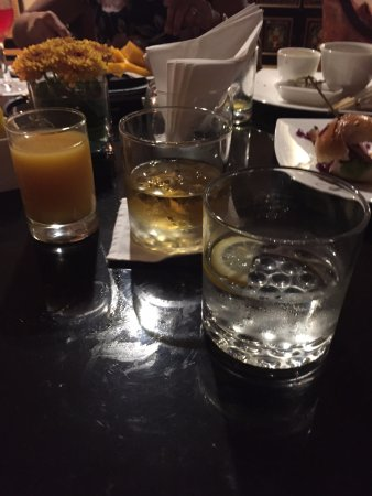 Dusit Thani Manila: Happy hour in Dusit Club Lounch