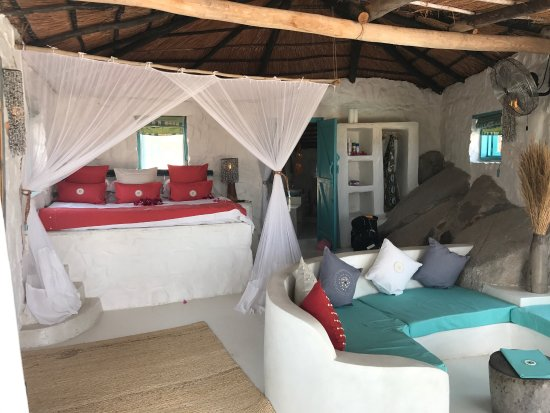 Kaya Mawa: Beautiful lodge blended into the shore of Lake Malawi