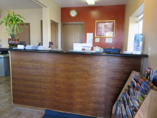 Riverton, WY: The lobby isn't open 24 hours
