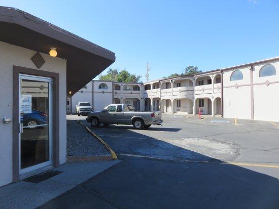 Riverton, WY: Second floor rooms have no elevator
