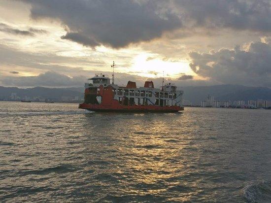 Butterworth, มาเลเซีย: The Ferry heading to penang