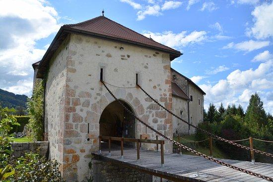 Thorens-Glieres, فرنسا: le pont-levis